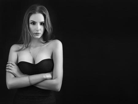 junge nackte m�dchen: ernste Frau Portr�t auf schwarzem Hintergrund, monochromes Bild mit Exemplar Lizenzfreie Bilder