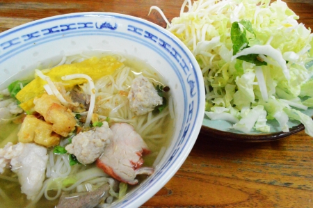 thai noodle with fresh vegetable Stock Photo