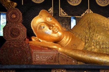 Laying gold Buddha in Wat Chedi Luang, Chiangmai Stock Photo - 18316690