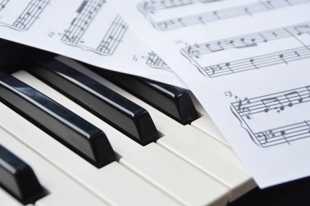 sheetmusic: Piano keyboard and sheetmusic note
