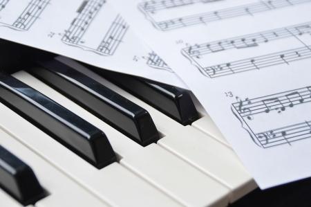sheetmusic: Piano keyboard and sheetmusic note