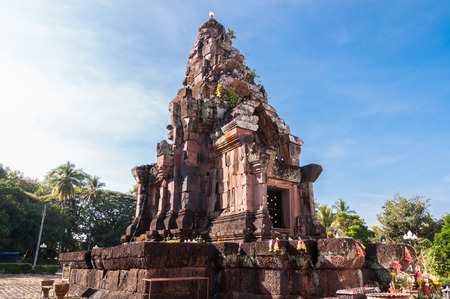 Phra That Narai Cheng Weng,The sandstone pagoda is on a laterite base. Ornate designs adorn the lintel, doorway and windows. It is believed the site was entirely constructed by women who competed with the men who built Phra That Phu Pek. It dates from the Banco de Imagens