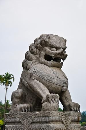 lion statue photo