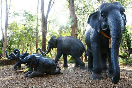 Prachtige olifant standbeelden sieren de Grand Palace in Thailand Stockfoto