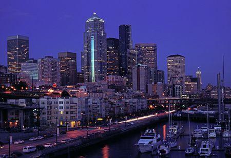 Panoramic view downtown of Seattle on summer night 版權商用圖片