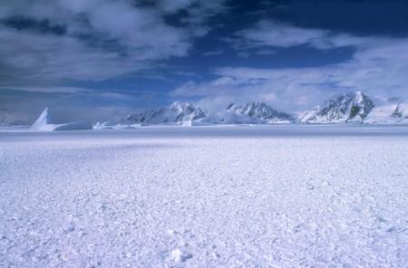 南極大陸の山のパノラマ ビュー