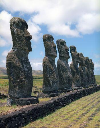 moai: Moais de Ahu Akivi Ahu interior sobre la UNESCO Patrimonio Mundial de Chile Isla de Pascua