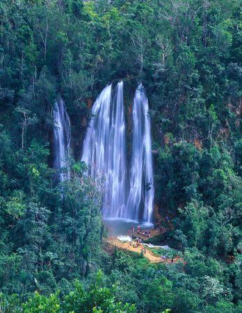 ドミニカ共和国の熱帯雨林に落ちる Salto リモンの全景 写真素材