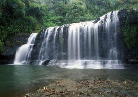 タロフォフォの滝、グアム。風光明媚な島の滝。マリアナのミクロネシアの旅行の観光魅力先。 写真素材