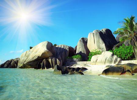 Panoramic view on old stones coastline Seychelles 版權商用圖片
