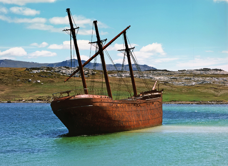 atlantic ocean: Vintage old ship in lagoon, Falkland islands Stock Photo