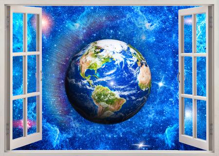 cielos abiertos: ventana de vista abierta a la Tierra en el espacio Foto de archivo