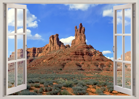 Open raam uitzicht op de beroemde woestijn met rode rotsen in de buurt van Moab, Utah