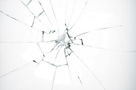 vidrio roto: Vidrio roto sobre fondo blanco