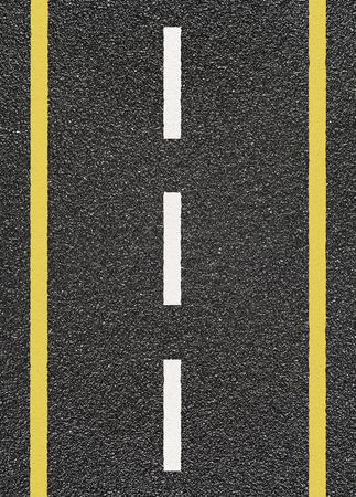 Carretera de asfalto con el amarillo y discontinua raya blanca Foto de archivo - 60193808