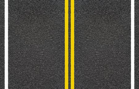 Road asfalt met gele en onderbroken witte streep