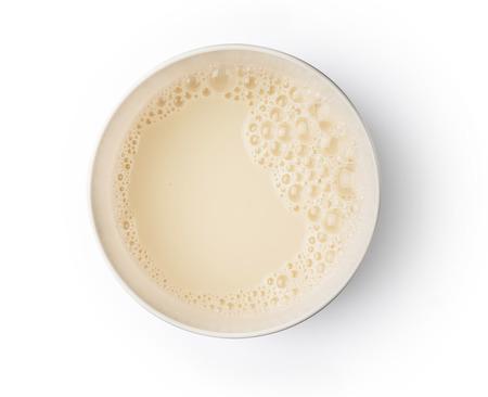 Taza con espuma de burbuja de leche de soja en el diseño de objetos de fondo de textura vista superior Foto de archivo - 75539896