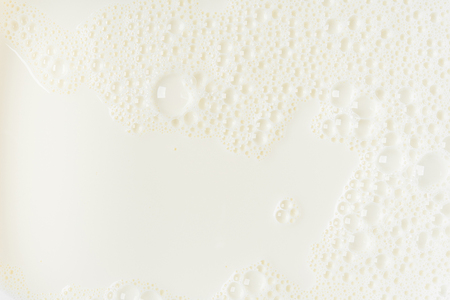 White milk or soy bubble foam background on top view close up Stockfoto