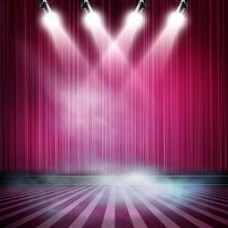 cortinas blancas: Antecedentes en el espect�culo. Del Interior, brill� con un proyector Foto de archivo