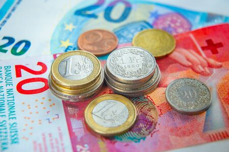 Euro and Swiss Francs coins and banknotes Banque d'images