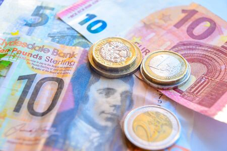 Euro and Pound coins and banknotes 版權商用圖片