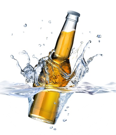 Clear Beer bottle falling into water, forming a crown splash  Viewed from a side close up, with also the part under water visible  On white background  Standard-Bild