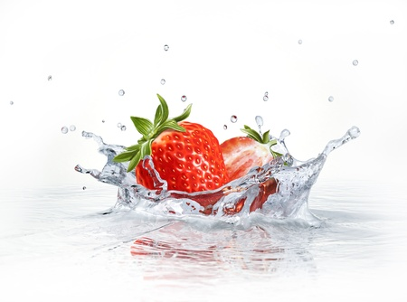 strawberry splash: Strawberries falling into clear water, forming a crown splash. Viewed from a side, with white background.