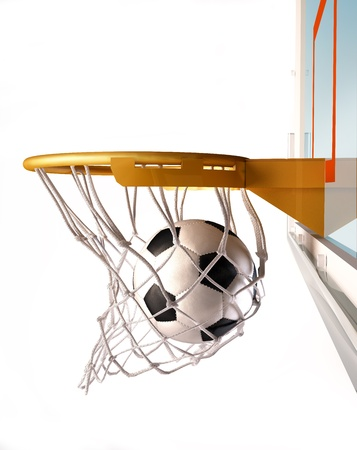 balon baloncesto: Balón de fútbol centrando la canasta de baloncesto, con el balón dentro de la red, vista de cerca, sobre fondo blanco