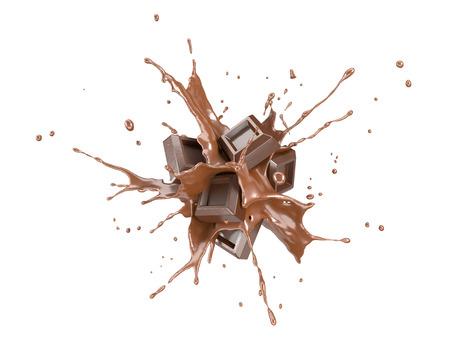 Schokoladenblöcke, die in einen flüssigen Schokoladenspritzer spritzen, platzen in der Luft. Getrennt auf weißem Hintergrund. Standard-Bild