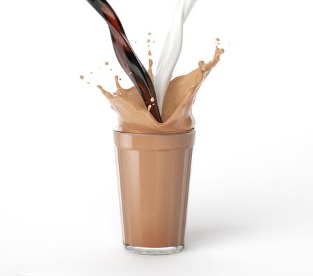 Kaffee und Milch gießen in ein Glas voller gemischter Flüssigkeit mit Spritzer. Isoliert auf weißem Hintergrund. Beschneidungspfad enthalten.