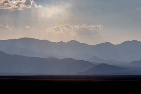 Silhouetted mountains in Death Valley, with evening light Stock fotó