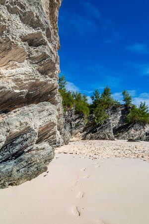 Rocks and the sandy beach at Horseshoe Bay, Bermuda Banco de Imagens