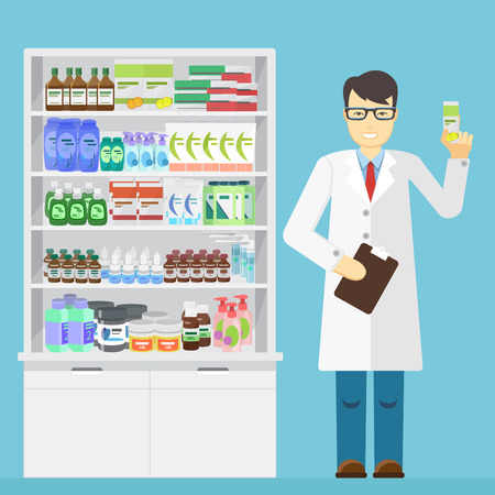 farmacista maschio che tiene in mano il farmaco in una farmacia vicino alle mensole con i farmaci Vettoriali