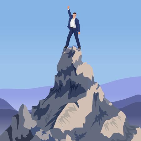 Jeune gagnant d'affaires prospère debout sur la montagne de pointe. Aller vers le haut