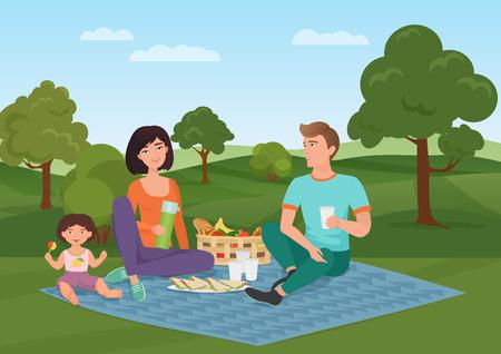 pareja comiendo: Feliz joven familia con niños en un picnic. Papá, madre e hija descansan en la naturaleza.