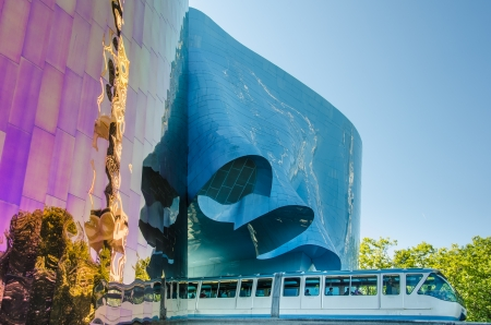 monorail: Seattle, United States, August 6, 2013 - The Monorail enters the 1962 World s Fair site through the ultra-modern EMP Museum designed by architect Frank O  Gehry  Stock Photo