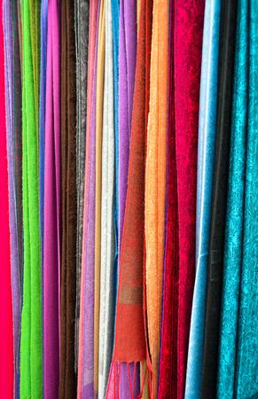 foulards: Sciarpe colorate per la vendita Archivio Fotografico
