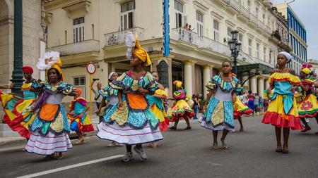vieja: HAVANA - CUBA, JUNE 9, 2016: Dancers in colorful costumes celebrate Havana Day with a parade along Paseo de Marti in the historic La Habana Vieja neighborhood. Editorial