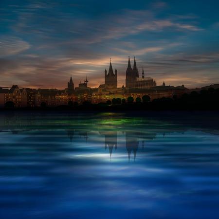 dom: abstraite fond bleu avec des nuages ??et la silhouette de Cologne Illustration