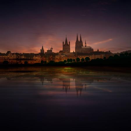dom: abstraite fond sombre avec des nuages ??et la silhouette de Cologne