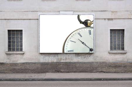 heirlooms: billboard con un orologio da tasca d'epoca