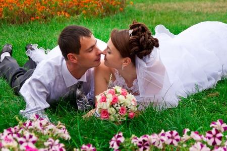 Usměvavé nevěsta a ženich