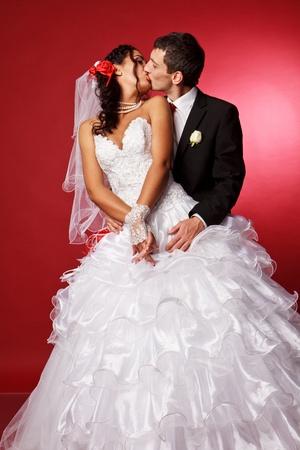 Šťastná nevěsta a ženich ve studiu