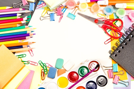 Škola a kancelář stacionární na bílé Zpátky do školy koncept copyspace pro váš text