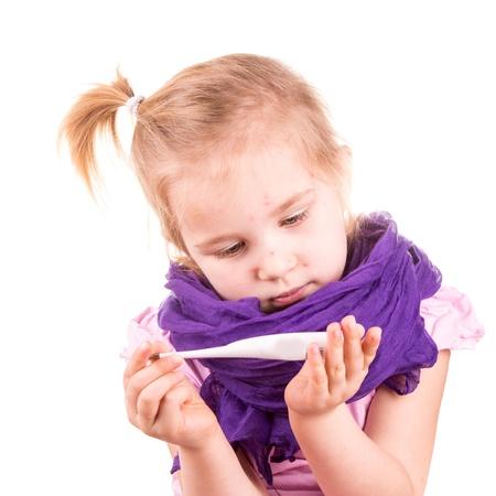 varicela: Ni�a enferma con temperatura de medici�n varicela aislado en blanco