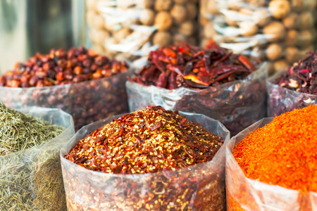 Dried herbs, flowers , spices in the souk at Deira in Dubai Standard-Bild