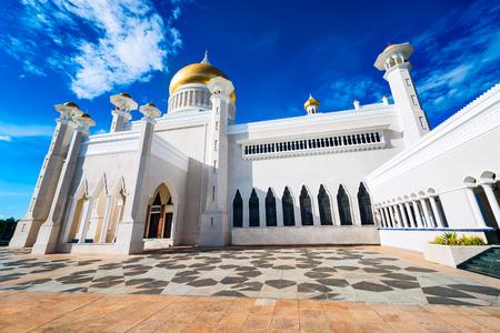 Masjid Sultan Omar Ali Saifuddin Mosque and Royal barge in BSB, Brunei Stock Photo