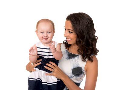Glückliche Mutter mit süßem Baby isoliert Standard-Bild