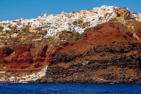 Amazing Santorini view on white cave houses from the Aegean sea. Santorini, Cyclades, Greece. Stok Fotoğraf - 148182244