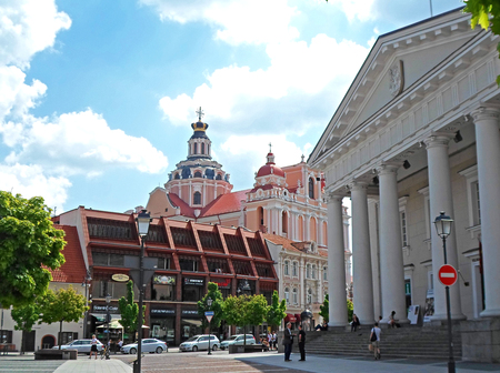town hall square: The Town Hall Square in Old Town, Vilnius, Lithuania, summer time